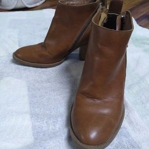 Dv Brown booties
